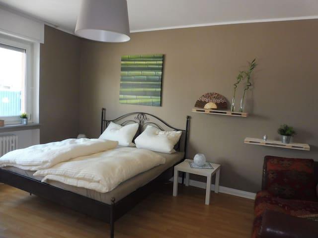 Schlafraum 2 (groß) mit 180 cm Bett