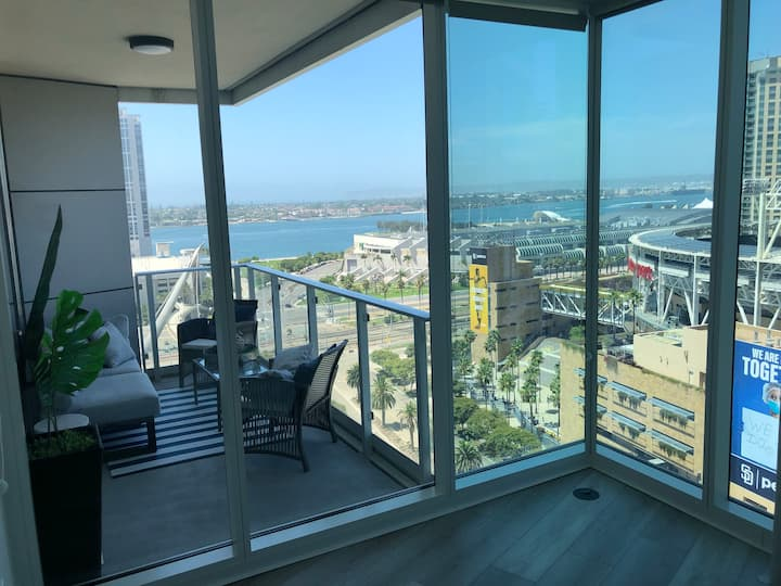 Luxury Ocean Views&Padres Rooftop HEART of GASLAMP