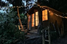 Eco Retreat - Cabin with a view & cosy log burner