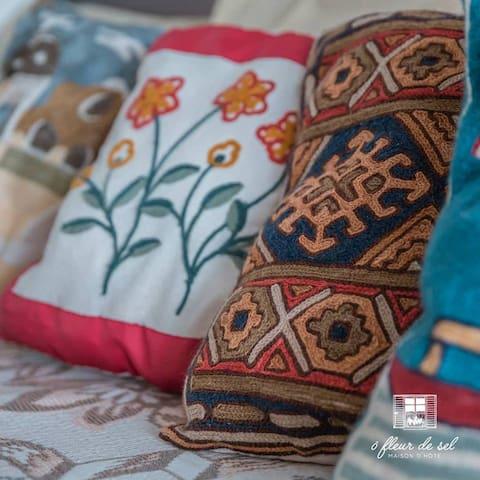Authentic cushion detailing