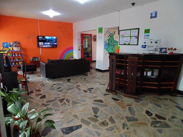 Habitacion Privada Cama Doble y Baño Compartido - Pereira