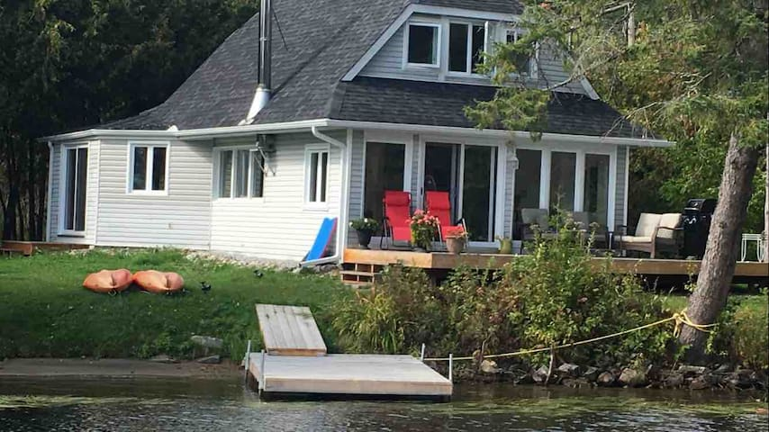 Wakefield Water front  Cottage ,  5 Star!