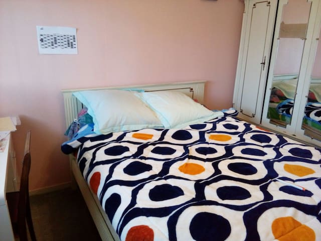 Chambre lit double dans un appart en colocation