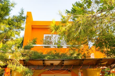 Funky Family Holiday Home by the beach - 50mb WiFi