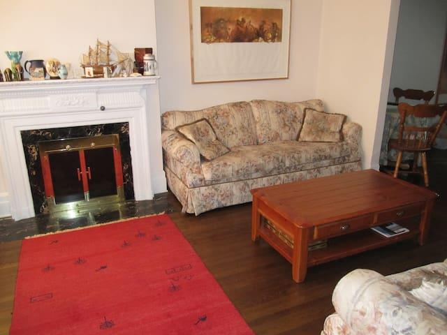 5 Comfortable Rooms in a Cosy House - Montréal - Rumah