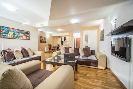 【F Apartments】- 1BD Apt with WIFI and PARKING