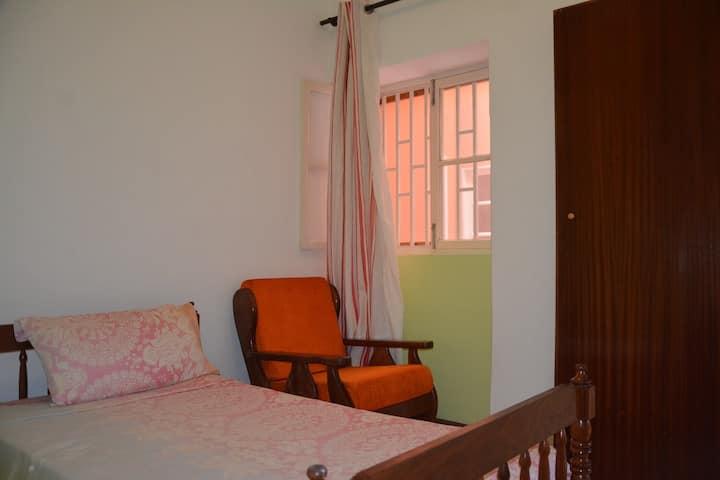 COZY SINGLE BED BEDROOM W/ WINDOW TO BACKYARD