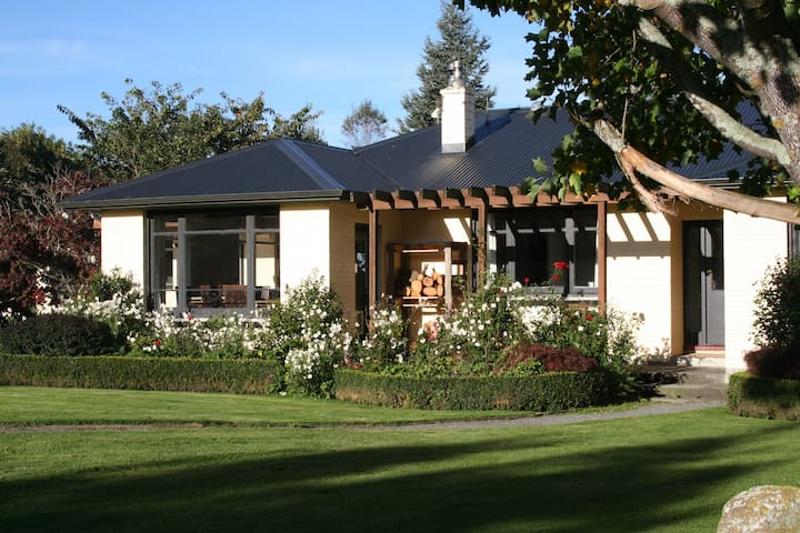 Te Kiekie Cottage - (sleeps 6) Ski Mt Hutt