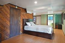 Queen Firm Tempur-Pedic mattress