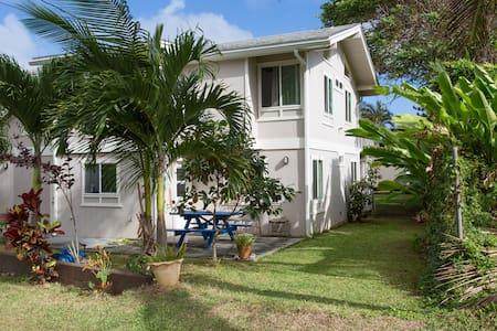 Six bedroom beach home in paradise - Kaaawa