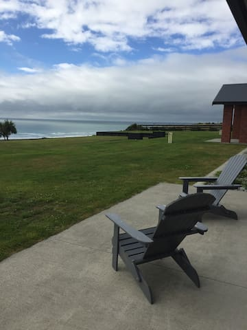 Luxury overlooking the Tasman - Greymouth - House