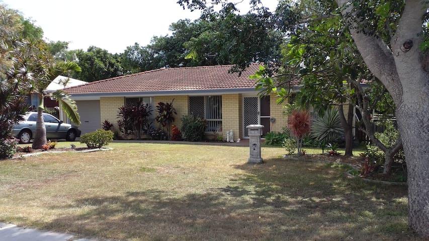 Easy breezy, laid back brick house in Hervey Bay