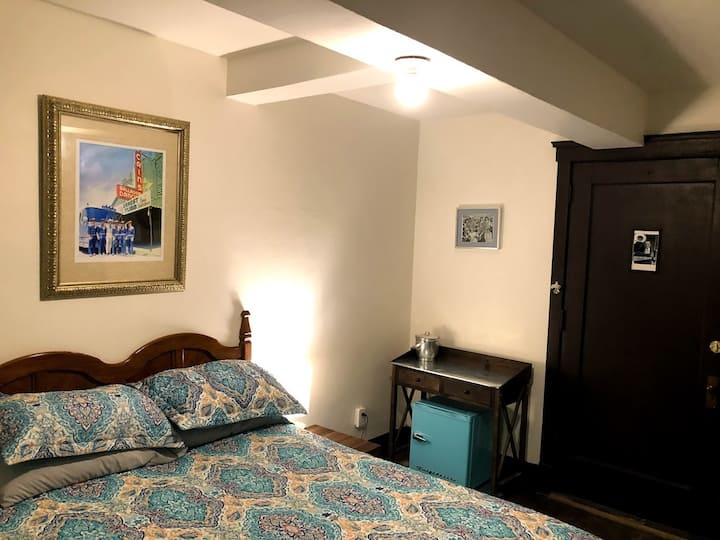 Ernest Tubb room at Historic Trucountry inn Hotel