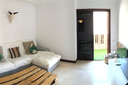 Private cosy room in the center of arrecife :)