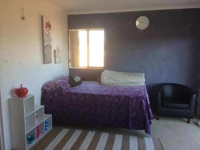 One Bed at Mowatt St,Queanbeyan-2620, Canberra.