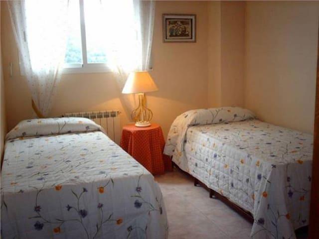 Habitaciones para 6 personas cerca de Barcelona - Gavà - Casa