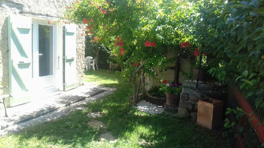 maison avec grand séjour cuisine , jardin attenant