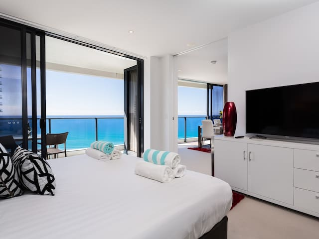 OPPOSITE  BEACH 2BED 2BATH FREEWIFI - Broadbeach - Huoneisto