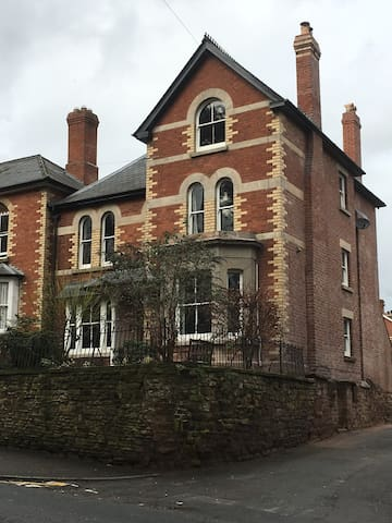 Handsome Victorian house - centre of Ross on Wye