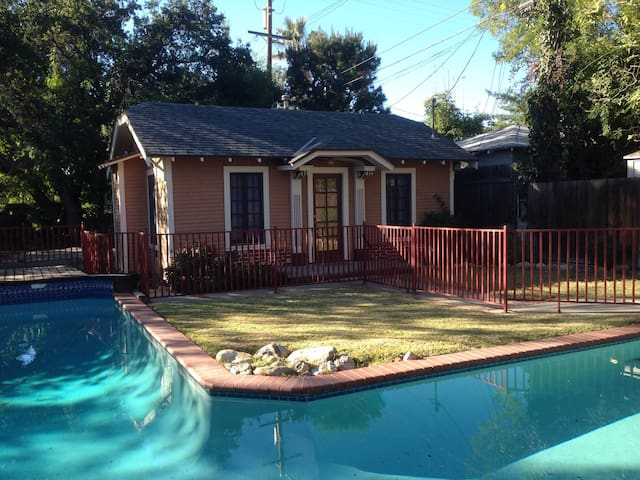 East Altadena Cozy Cottage