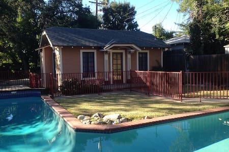 Private & Cozy Cottage - Altadena - Huis