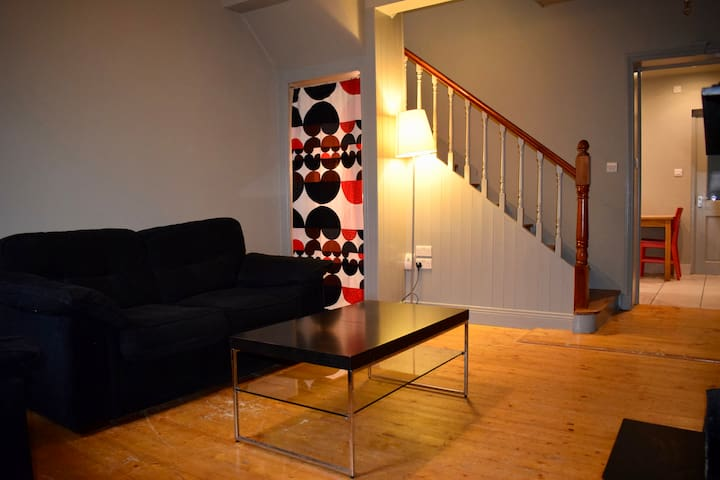 2 Bed House In Dublin 6- Excellent Location!