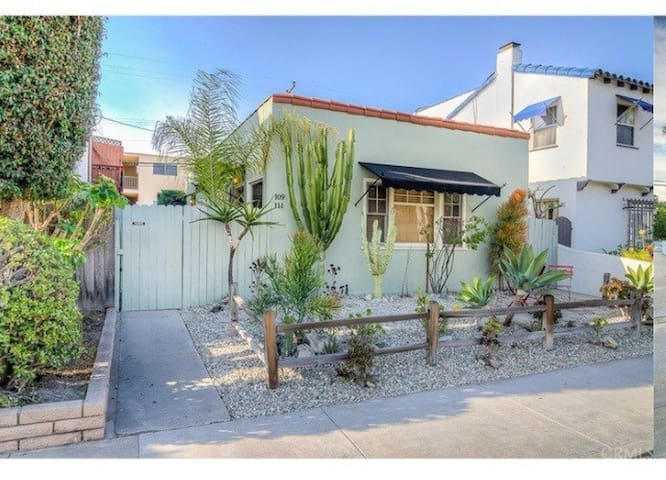 Beach Bungalow / back duplex/ private & gated - Long Beach - Vacation home