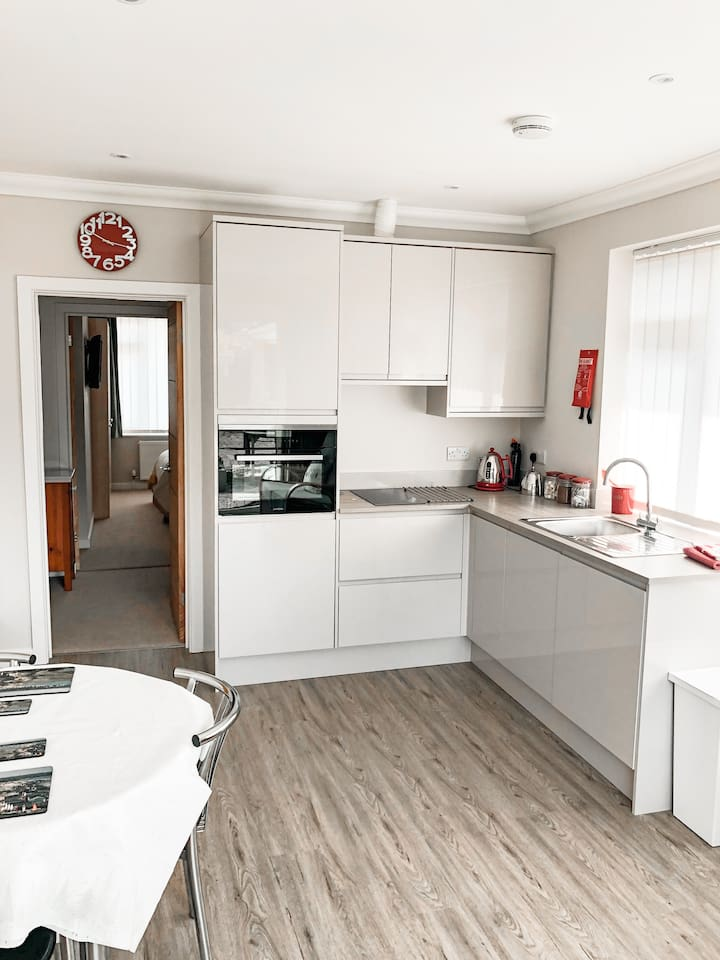 Recently modernised kitchen, with oven, hob & washer/drier