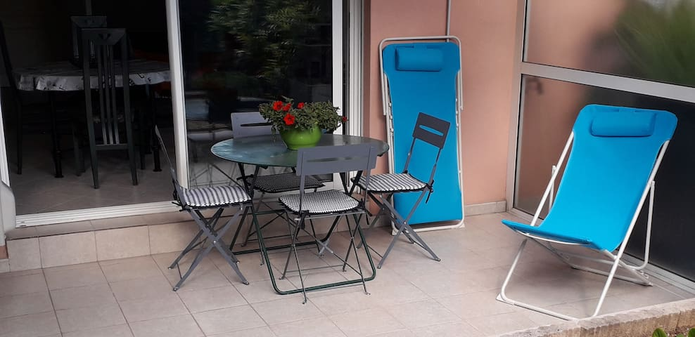 Spacieux studio avec piscine St Laurent du Var