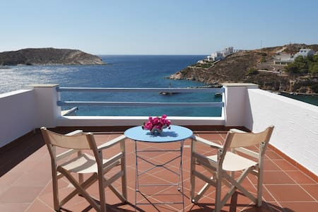 SYROS//Erina House...comfy with sea view!!