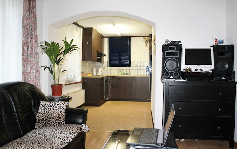 Gemütlich eingerichtete 2,5 Zimmer Studio - Altstätten - Apartamento