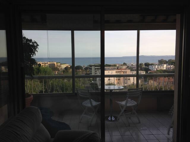 Bel appartement vue mer - Saint-Laurent-du-Var - Huoneisto