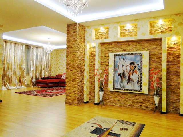 Luxury apartment with two bedrooms - Almaty - Flat