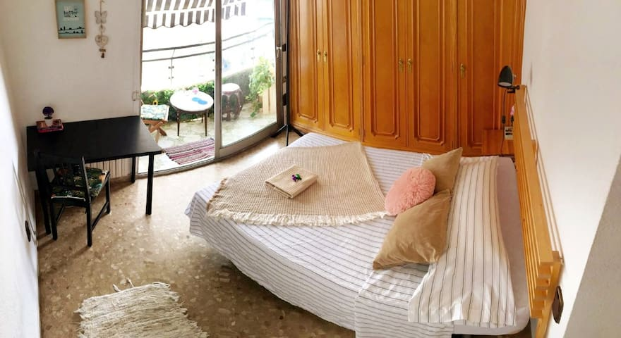 Double room with balcony in the center of Valencia