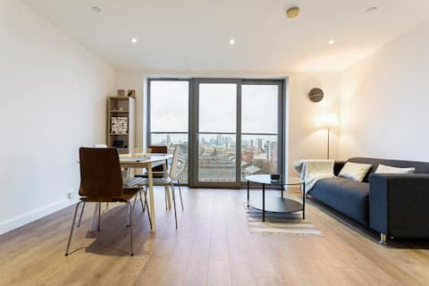Stunning 1-Bed Apt with Balcony with great views