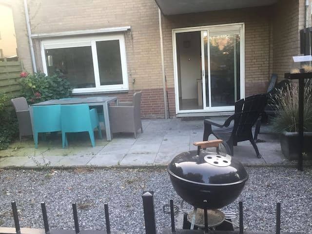 Heerlijk zonnig appartement op de begane grond - Bergen - Apartment
