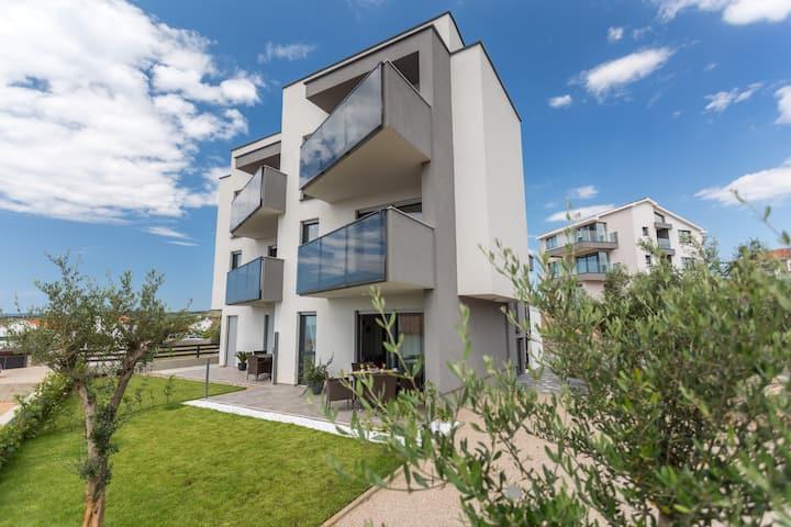 Elegance - stylish apartment with garden terrace