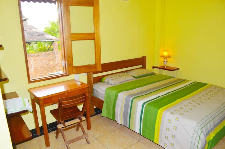 Riverside with En-Suite & Aircon - Iquitos - Dom