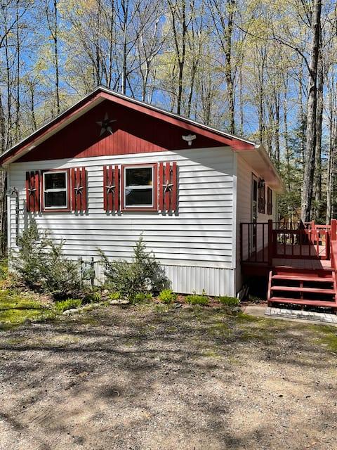 Cozy Cabin located on the ATV/Snowmobile Trails