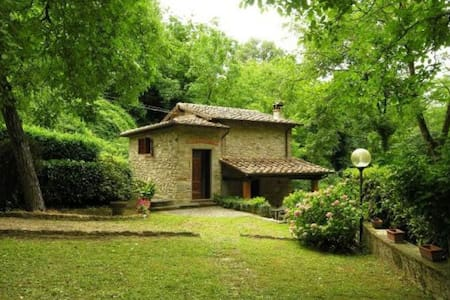 Lovely stone-built mill with private garden - Molezzano - House