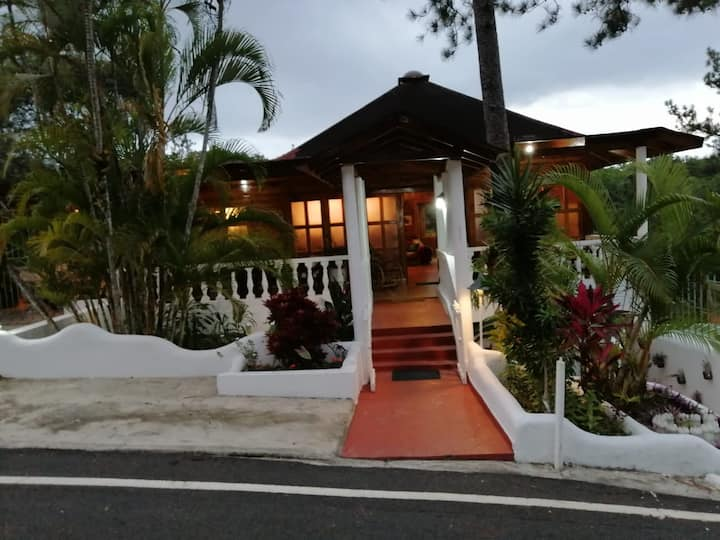 Villa in Jarabacoa with Private Pool & Hot tub!