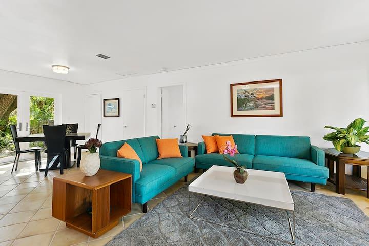 Casa Blanca - Convenient, Comfy Private Pool Home