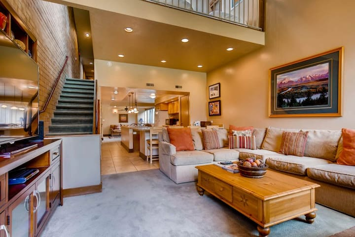 January blow-out sale!  Spacious family size condo with private parking, pool and hot tubs.  FREE rentals, skating and more.