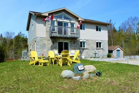 The Sauble Beach Cottage - Upper