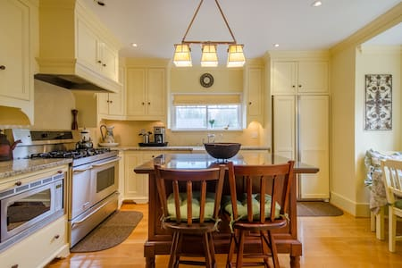 Foxglove Cottage – Your home away from home - Maple Ridge - Huis
