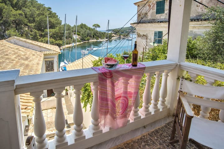 Seaview in the Heart of Gaios / Captains Suite