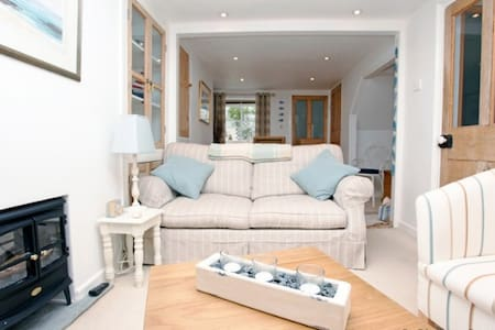 APPLEDORE ESCAPE COTTAGE | 2 Bedrooms - Appledore