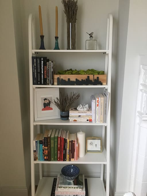 I've updated my bookshelf! Lots of interesting things to peruse :)