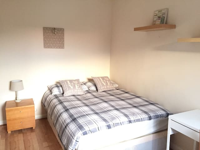 Awesome Spacious Double Room (BR5-II) - Lontoo - Huoneisto