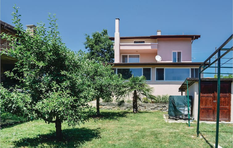 Holiday cottage with 4 bedrooms on 135 m² in Village Velika